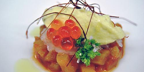 Aperitivo di benvenuto. Zucchina siciliana in umido con carpaccio di gamberi e gnocco di ricotta