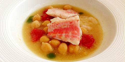 Zuppetta di ceci con triglie e gamberi, pomodori confit, cipollotto ed estratto di rosmarino