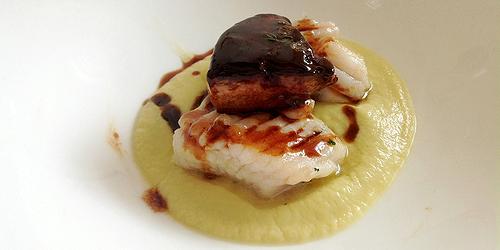 Bocconcino di ali di razza su salsa di finocchio e scaloppa di foie gras